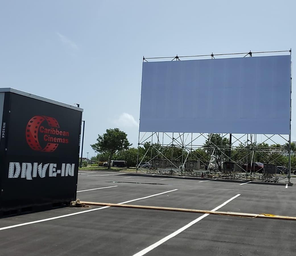 """Caribbean Cinemas """"Drive-In"""" con proyección digital laser llega a Distrito T-Mobile"""